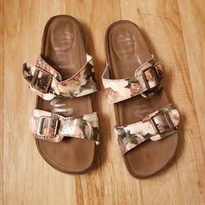 Cork bed sandals